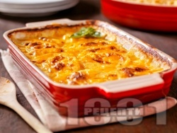 Картофена запеканка (огретен) с пушено пилешко месо, гъби и заквасена сметана на фурна - снимка на рецептата